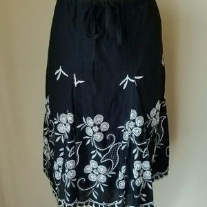 Max Edition Black Embroidered Pleated Skirt S